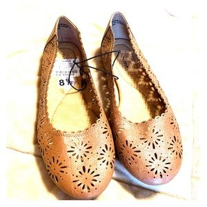 NWT White Mt. brown eyelet flats